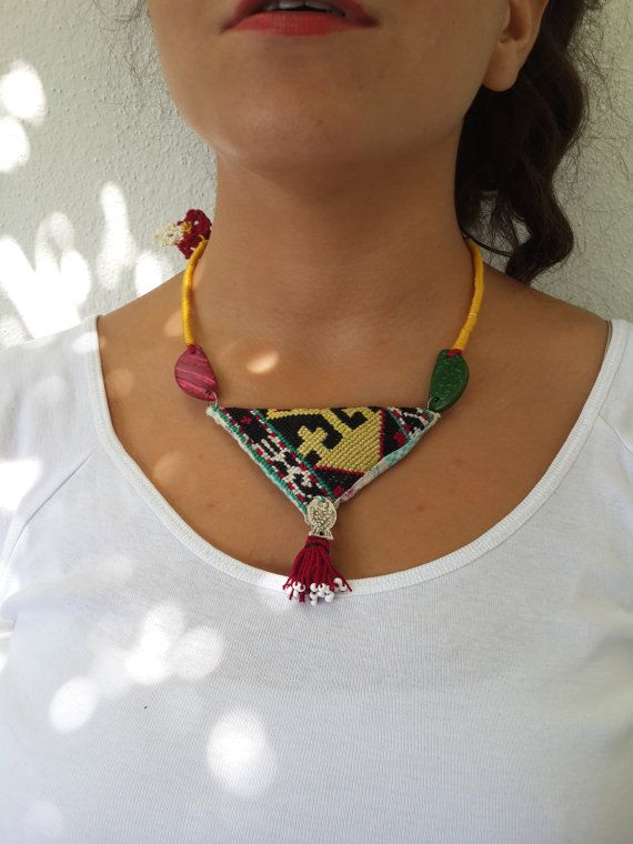 Geometrik kolye, Siyah kolye uzun necklace- üçgen kolye daire çekicilik-keçe-kolye siyah ve sarı kordon bohem - Boho