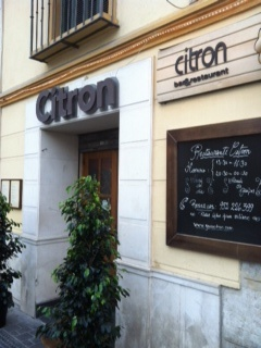 The first 'menu del dia' we had in Malaga was at Citron's. And we went back several times. Great places, nice people and really good menu del dia for its price (9 euro; 3 course menu). Located at Plaza Merced.