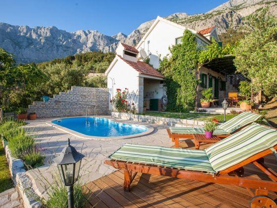 Ferienhaus Elly mit Pool