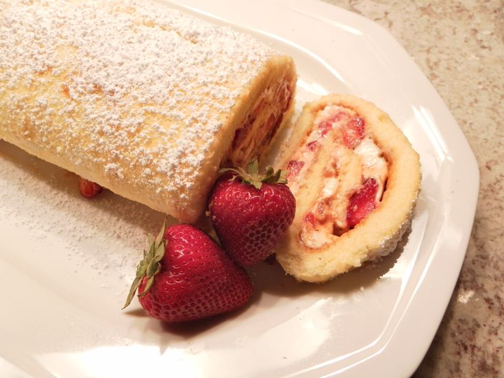 pineapple cake roll recipe cream cheese   Chipotle People » Blog Archive » Strawberry Crazzberry Cake Log
