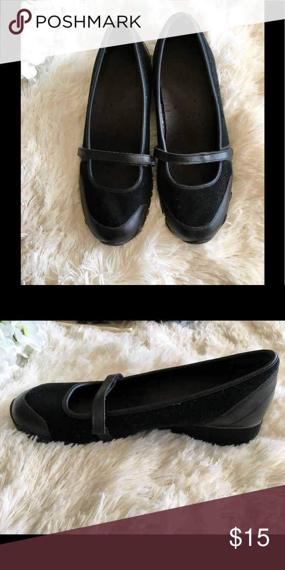 Skechers Mary Jane Leather Velvet Wedge Shoe, 9.5 Very comfortable Sketcher Mary Jane with a slight wedge. Has some wear, but in good condition. Skechers Shoes Flats & Loafers
