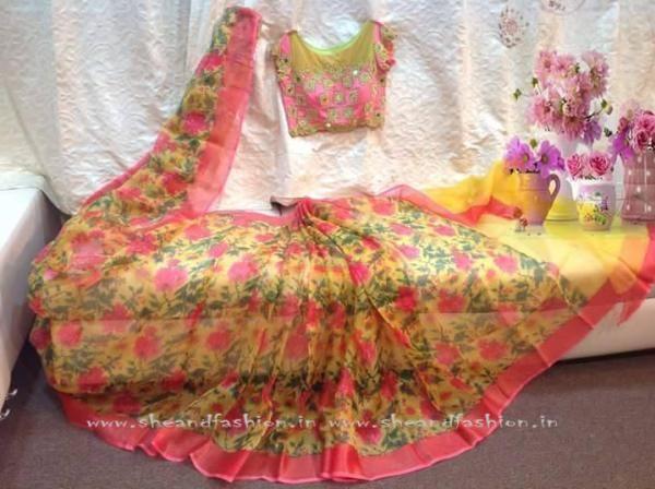 Floral Chiffon Saree Image