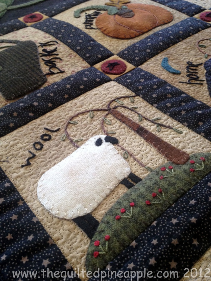 THE QUILTED PINEAPPLE: Primitive Gatherings Summer Freebie - Quilted.  Beautiful Quilt .....