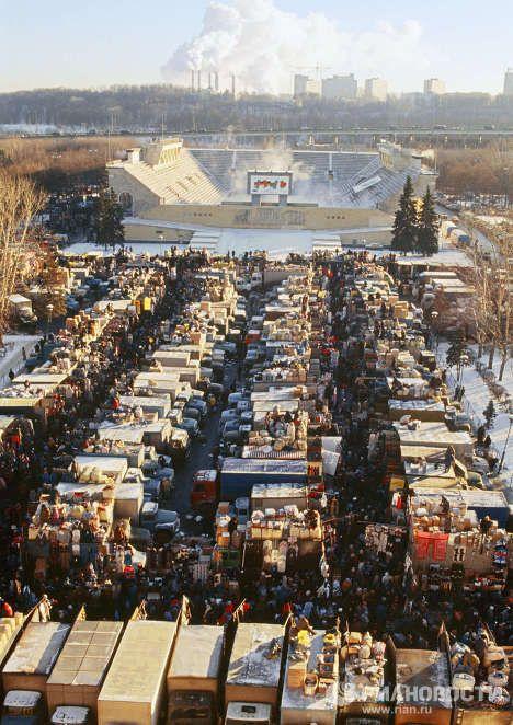 Вещевой рынок в Москве, 1990–е годы, Россия