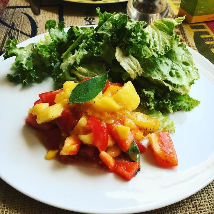 Today's salad Salad mango tomato paprika and pineapple sage 暑くなったからかひたすら体がグリーンを欲する #salade #diner #mangue #tomate #poivrons #saugeananas #vegetalien #whatveganseat #veganfoodshare #healthyfood #サラダ #ローフード #ローヴィーガン #ヘルシー #ヴィーガン #ベジタリアンライフ #ハッピー #フルーティーヴィーガン #フルーツフルライフ #カメルーンマンゴー #801010 #hclf #rawfood #rawvegan #fullyraw #fruityvegan #fruitfullife #france #veganfortheplanet #veganlifestyle