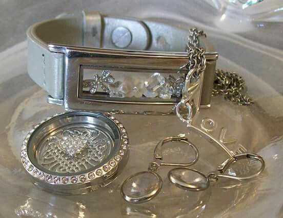 https://www.southhilldesigns.com/mx/claudiazubia/ProductList.aspx?wid=1&wcid=33&val=Locket