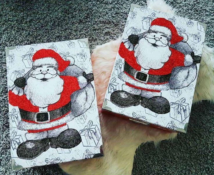 Le pro du #rangement c'est @PèrePasParfaitEtAlors? il a opté pour ces 2 #boîtes à 7€ afin de ranger la déco de #Noël