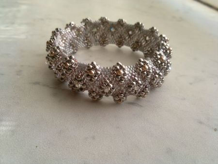 Awesome Blog site with Jewelry Patterns and Designs (In French)
