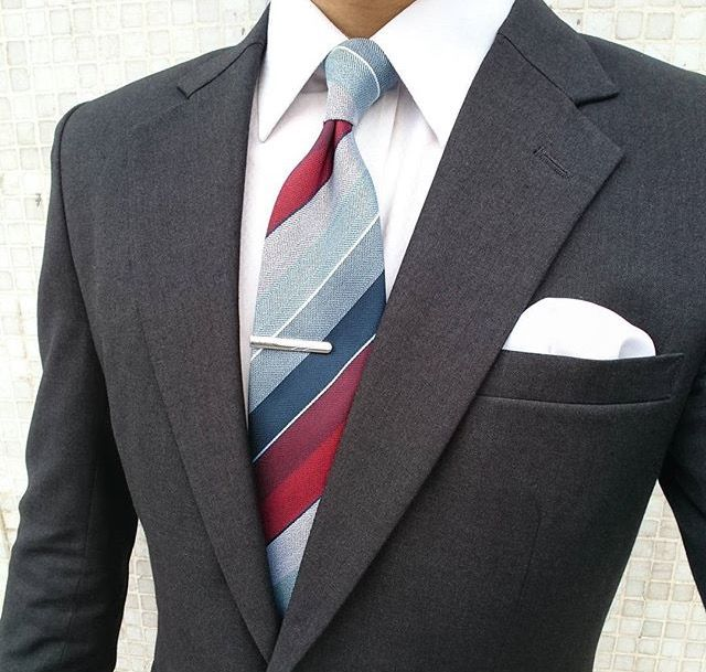 Men's style inspiration - suits - ties - pocket squares http://www.99wtf.net/young-style/urban-style/mens-snapback-urban-fashion/
