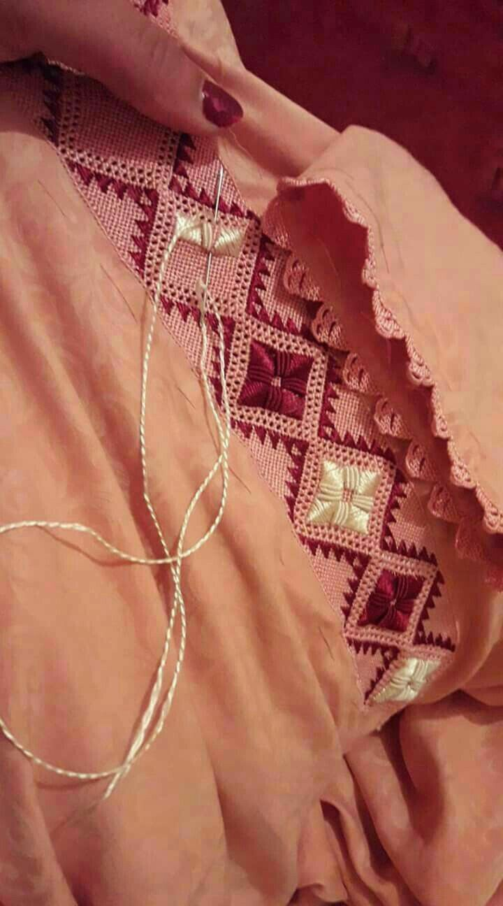 Pin By Marigold Flower On Randa Hand Embroidery Dress Moroccan Caftan Moroccan Dress