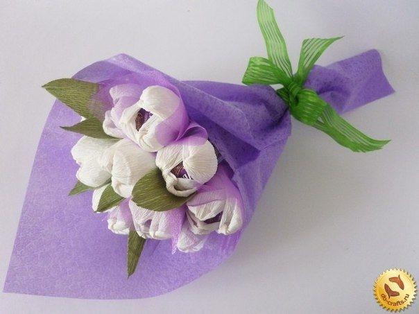 Цветы из гофрированной бумаги и конфет. Мастер-класс