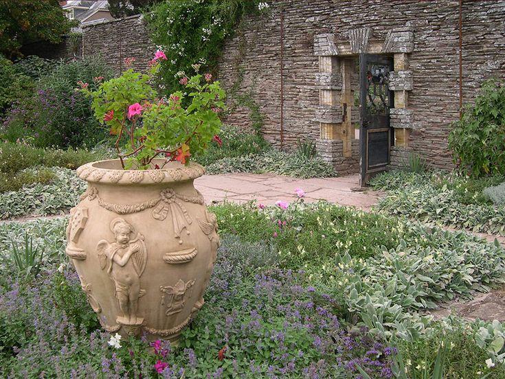 23 Best Garden Gertrude Jekyll Images On Pinterest Beautiful Gardens English Gardens And