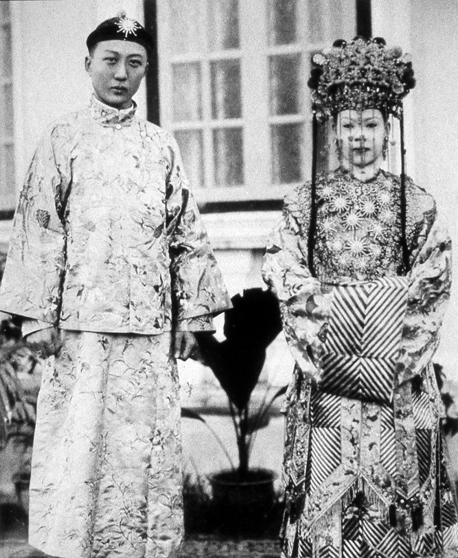 """PHUKET PERANAKAN"" - a Baba-Yaya marriage in Phuket, in 1920. They are the first Chinese settlers in southern Thailand with their locally-born wives"