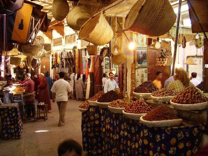 Восточный базар в старинном арабском квартале Марокко Танжер