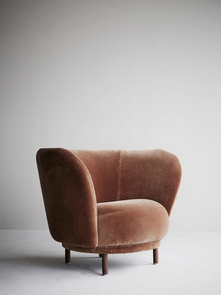 Den eleganta och bekväma Dandy-kollektionen ger ett hemtrevligt intryck till vilket offentligt utrymme eller kontor som helst. Tack vare sina mjuka, tilltalande kurvor kan fåtöljen placeras fritt i rummet, vilket skapar otroligt intressanta ytor. Visas i