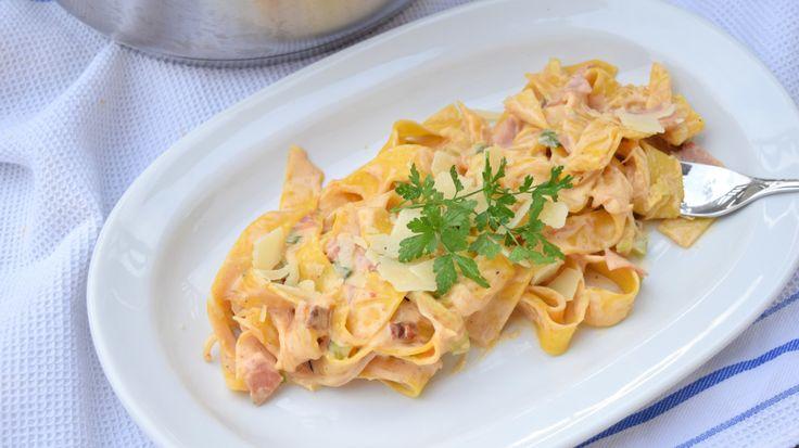 One Pot Pasta - Variation mit Zucchini, Schinken: eine neue Variante leckerer und schnell zubereiteter One Pot Pasta. Zucchini und Schinken - einfach gut!