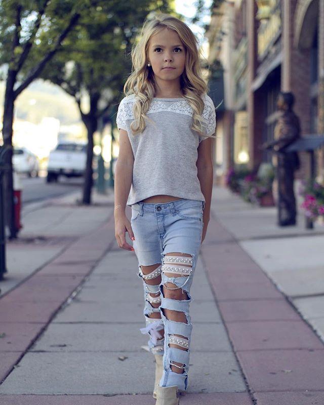 Walk this way! Shirt: @theweekendwardrobe @weresofancyblog