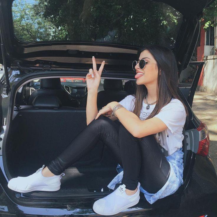 """""""HELLO HELLO com vídeo novo no canal!!! Mostrei o que tem no meu carro!  Vruuuummmm vrrrrrum! Hahahah assiste lá seus lindos! {link na bio}"""""""