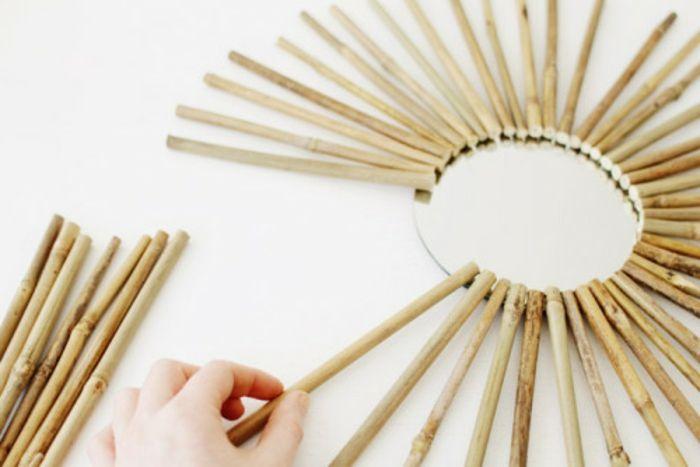 deco bambou, coller les branches sur le miroir