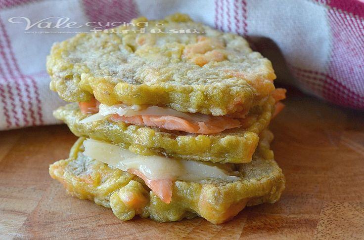 Frittelle con carciofi e salmone un secondo piatto gustoso e sostanzioso farle è facile e con poco avremo un piatto da leccarsi i baffi