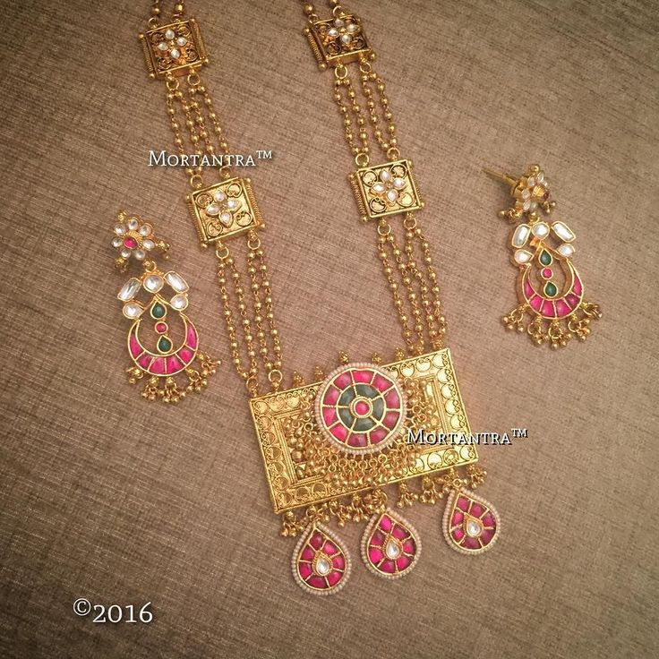 Gold and pink The most vibrant combination this season
