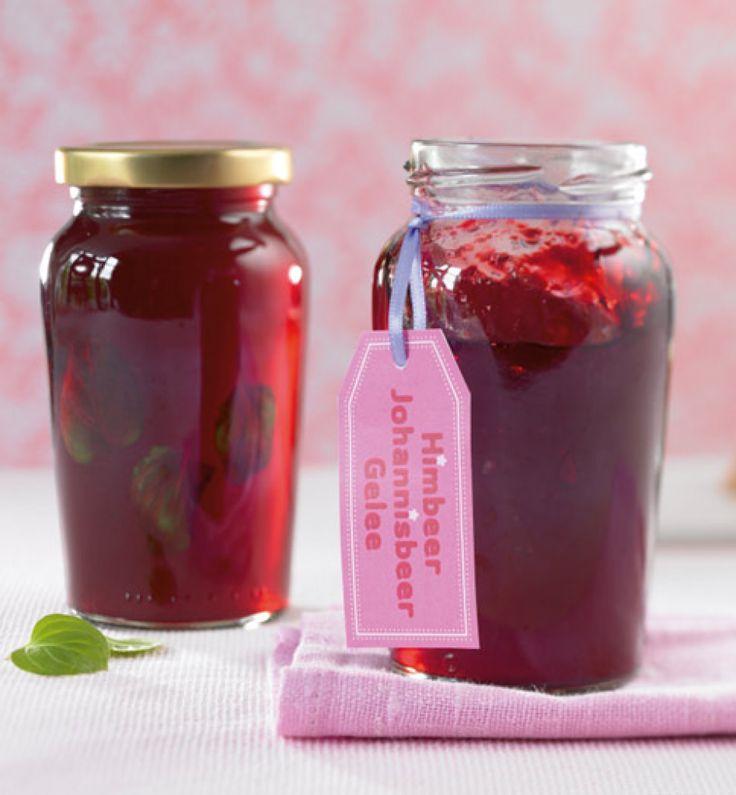 Rezept für Himbeer-Johannisbeer-Gelee bei Essen und Trinken. Und weitere Rezepte in den Kategorien Obst, Beilage, Brunch / Frühstück, Kinderrezepte, Eingemachtes, Kochen, Einfach, Gut vorzubereiten, Schnell, Vegetarisch.