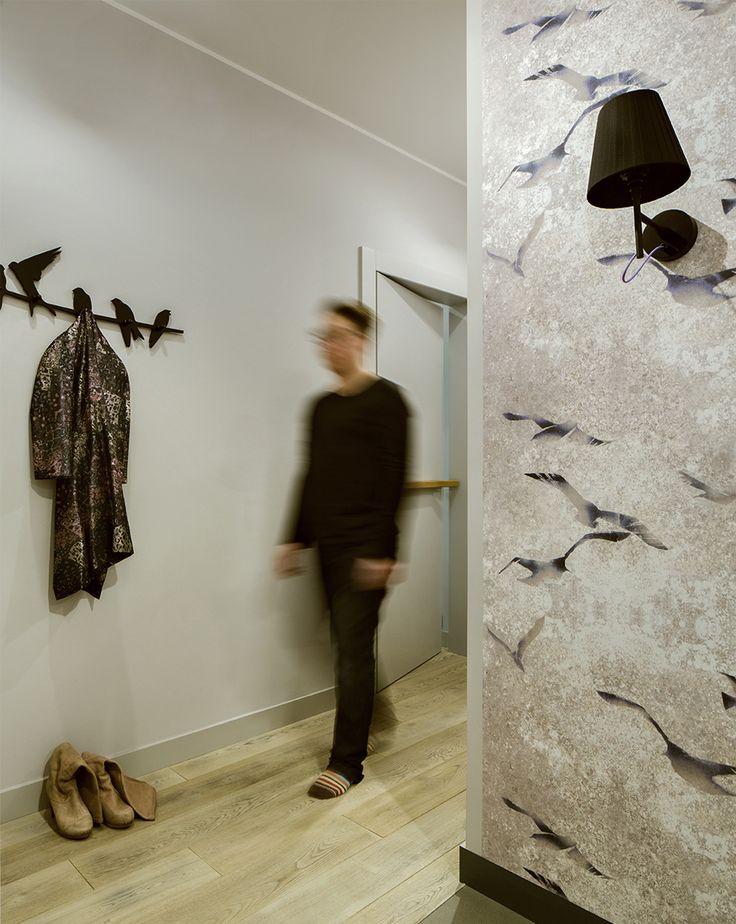 hall, grey hall, Louise Body Flight Chalk Stone wallpaper, wallpaper with birds, birds' hanger, black wall sconce
