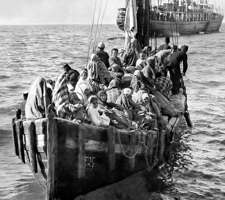 photo Pontus refugees arriving on Lesvos 1922