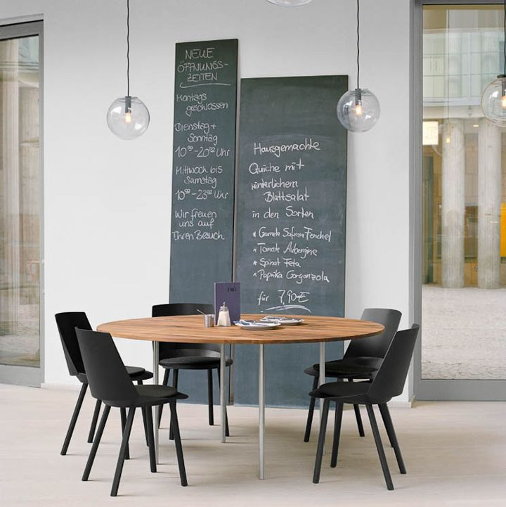 G4 Agency: Dining Rooms, Meeting Rooms, Chalkboards Paintings, Chalk Boards, Black Chairs, Round Tables, Blackboard Paintings, Dining Tables, Chalkboards Wall