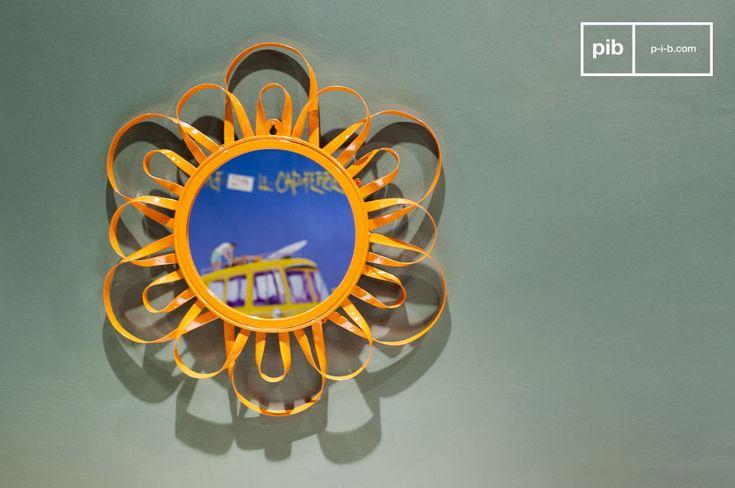 Specchio arancione Aurinko e molti altri specchi da scoprire su PIB, lo specialista in arredamenti, illuminazioni e decorazioni vintage.