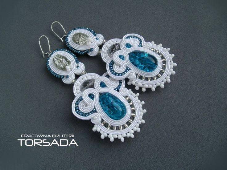 długie kolczyki sutasz ślubne, białe kolczyki z sutaszu, niebieskie kolczyki do ślubu, sutasz ślubny, białe kolczyki