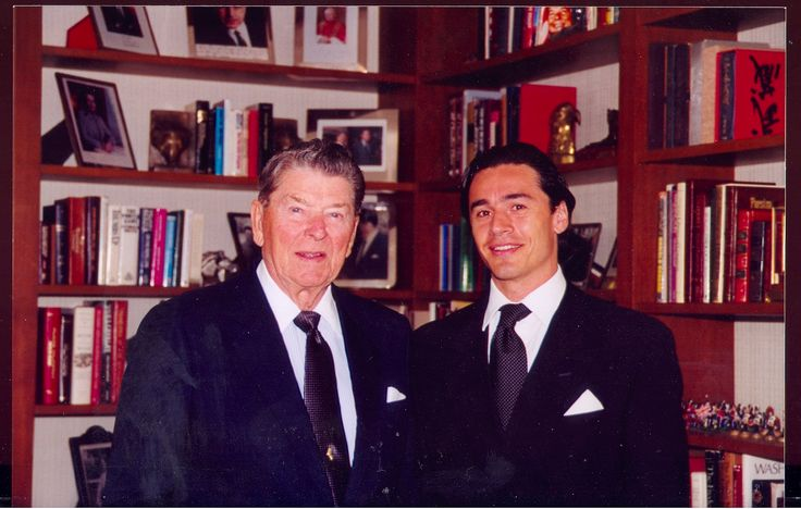 1997 The President of United States , Mister Ronald Reagan , grants audience to Danny Wise  at His  Residence at Bevery Hills . There He receives a Medal of Merit for His immense           talent and for the positive contribution given to the USA Movie .