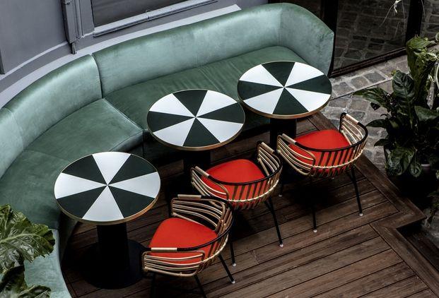 mesas de formica  sillas casamania,   sofa terciopelo