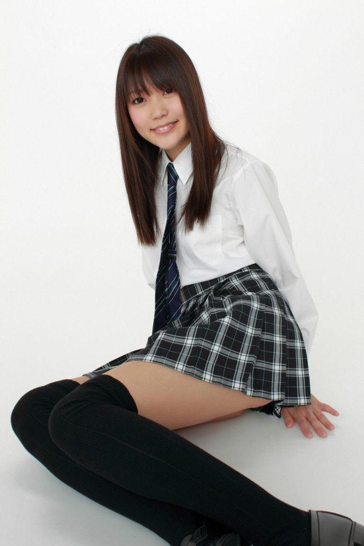 池田ショコラのニーハイ太ももがエロい制服画像 | 女子校生
