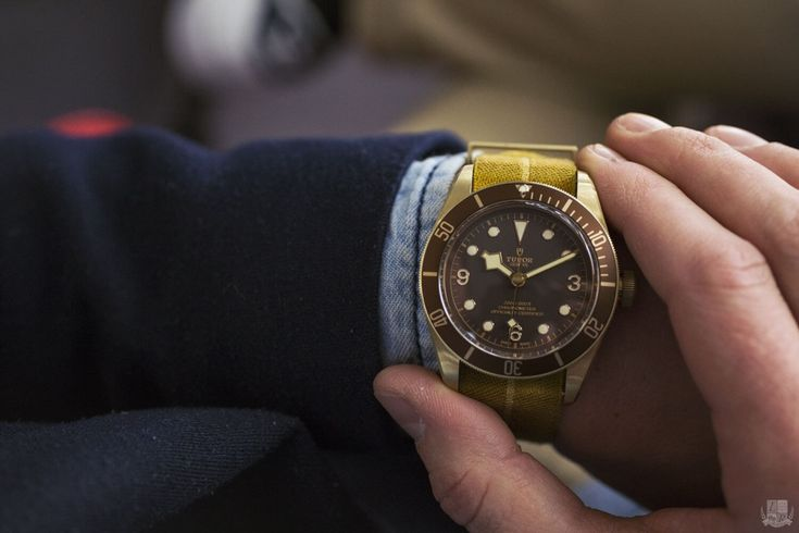 Tudor Heritage Black Bay Bronze › Tudor-Passion    Da ist sie also, die erste Tudor Uhr aus Bronze. Bronze liegt ja gerade voll im Trend und warum nicht auch mal eine Uhr in Bronze rausbringen. Diese Taucheruhr mit 43-mm-Gehäuse schöpft Inspiration aus der Geschichte der Marke und ist mit einem mechanischen Uhrwerk ausgestattet, das von TUDOR entwickelt, hergestellt und zusammengesetzt wurde.