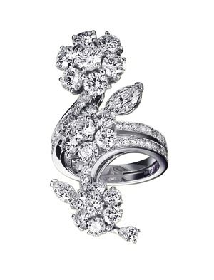 VCA Broderie ring in white gold and diamonds