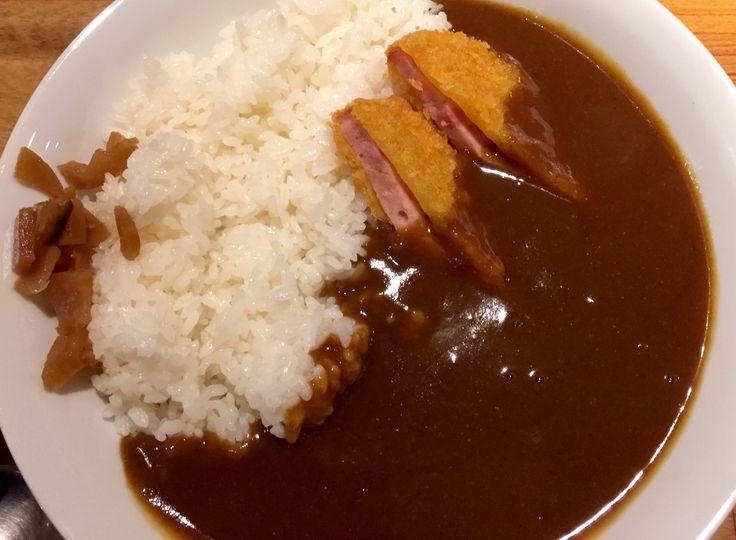 懐かしいハムカツのカレー。 浜松町の洋食屋さんキッチンハレヤ。