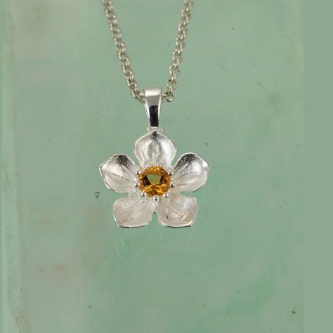 Christin Ranger Silver Flower Pendant with Gold Plated Details and Chain LPMDB3GWj