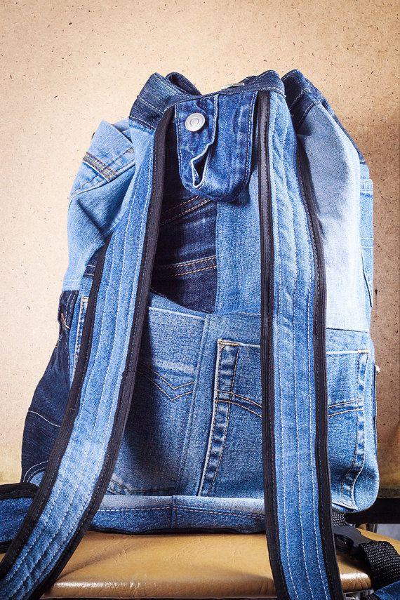 Patchwork Tasche dunkel blauen und blau Denim mit massig Pf Taschen, alle Sachen möglich zu verbergen. Unisex - Anzüge jeder! 40 x 40 cm Tasche mit 70 cm einstellbar Rundhalsausschnitt, Rundboden, genähte zurück, 10 oder noch mehr Taschen außen, auch A4 Tasche und 20 x 25 cm-Tasche innen. Diese Tasche wird sicherlich enthalten alle deine Sachen für die Schule oder Strand oder was auch immer er enthalten soll!  Ist dieser Artikel nicht vorrätig? Nun, wird alle Taschen sind einzigartig und…