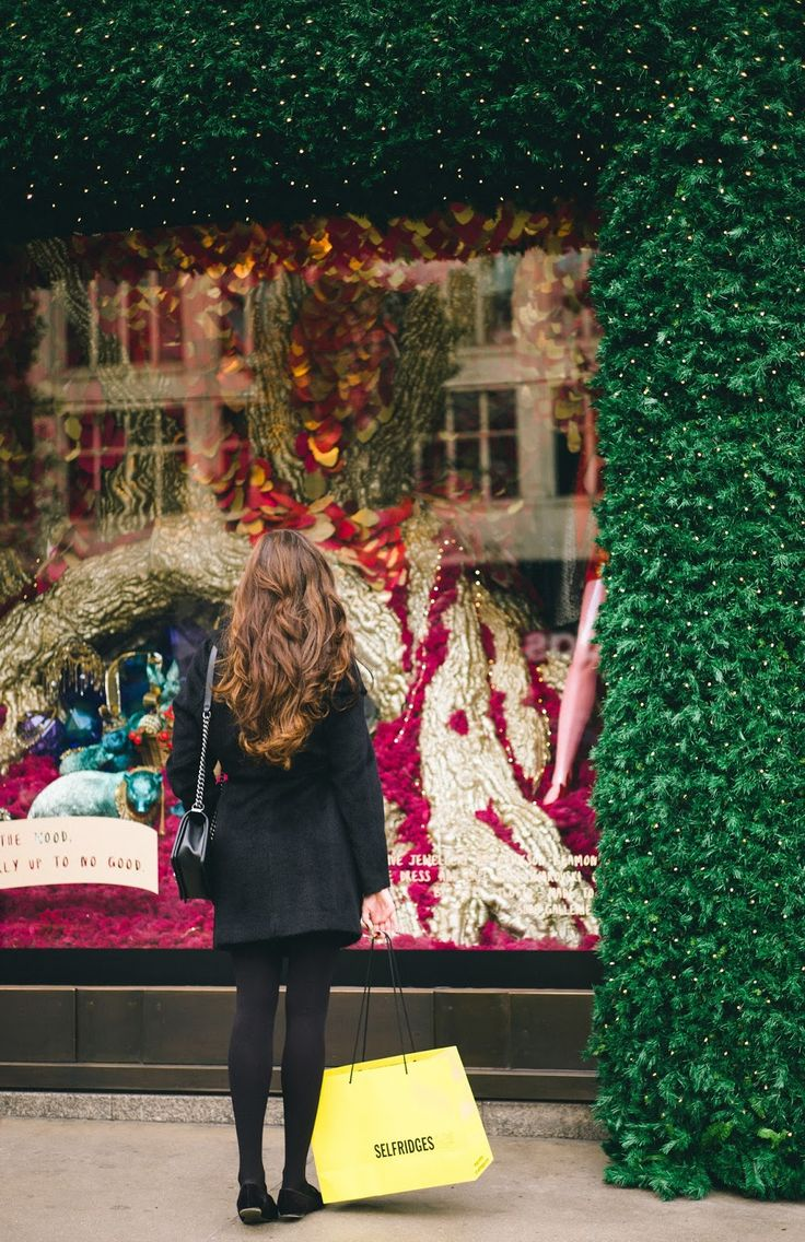 Selfridges Christmas Hampers - The Londoner // They say the circumference of Selfridges is a mile, and much of it is covered in... Christmas.