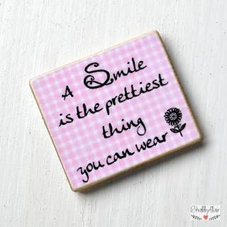 shabbyflair Magnet mit Spruch:A SMILE is the prettiest thing you can wear