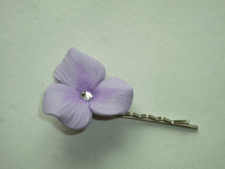 Trillium flower hair pins made in a set of three.