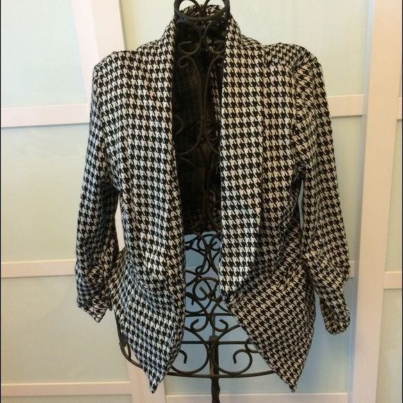 Houndstooth Blazer. Wet Seal brand. Houndstooth blazer. Three quarter length sleeves. Super comfortable. Worn once. Wet Seal Jackets & Coats Blazers