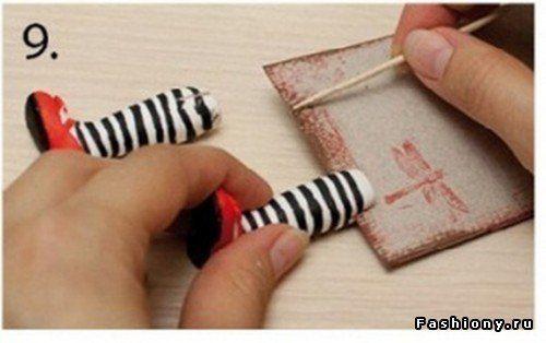Handmade-kursy ,wzory ,tutoriale: Zakładki do książek // not on english. What does she use to make these?