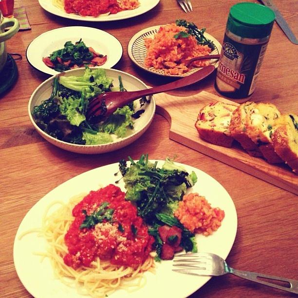 ミートスパゲティ、レタス海苔サラダ、わさび菜ベーコンソテー、トマトリゾット、明日の朝食なのに一応出したケイクサレ。 - @cockycocky- #webstagram