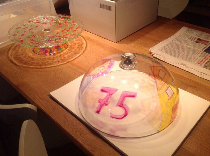 Een zelfgemaakt verjaardagscadeau voor oma!                                                            Taartenstolp van ikea + glasverf