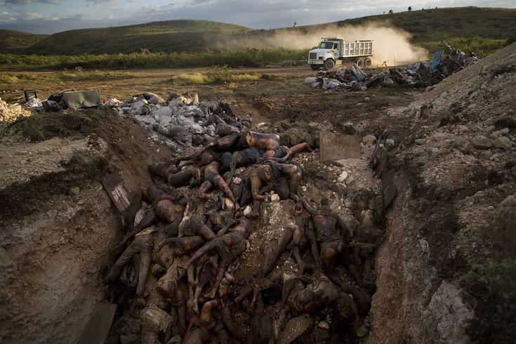 Haiti Sorting Dead Bodies | The confirmed death toll from Haiti's devastating earthquake has ...