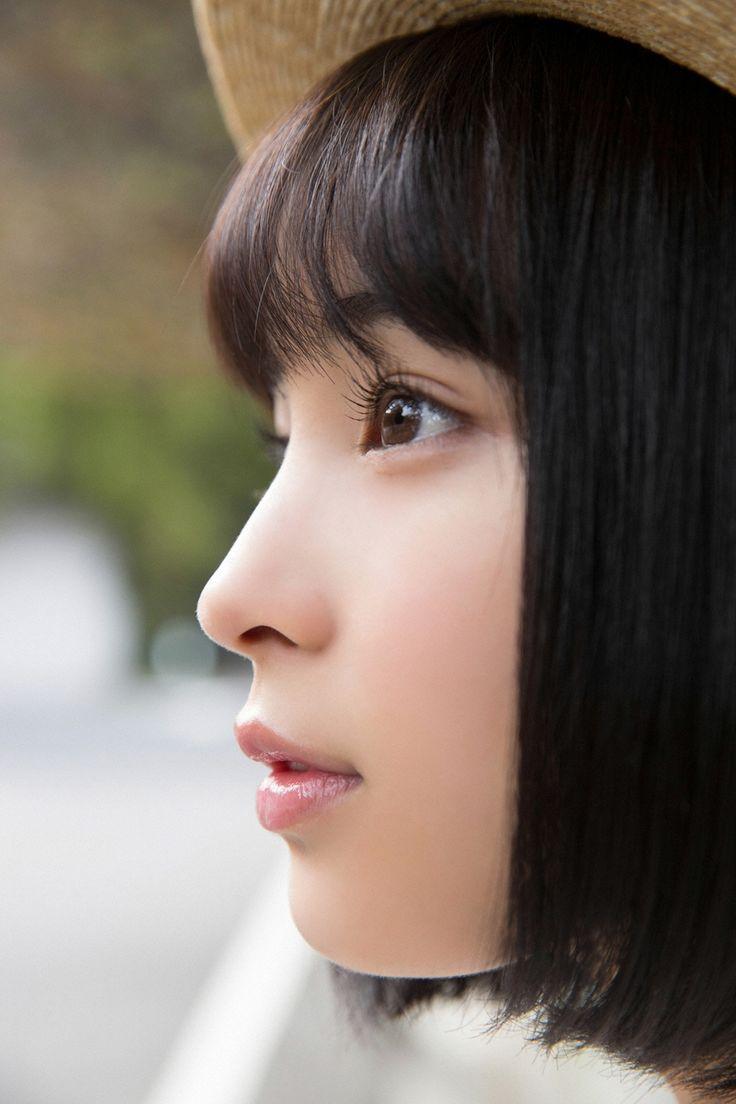 Suzu Hirose :http://passion-nippones.eklablog.net/web-gravure-ys-web-vol-654-suzu-hirose-a118478090