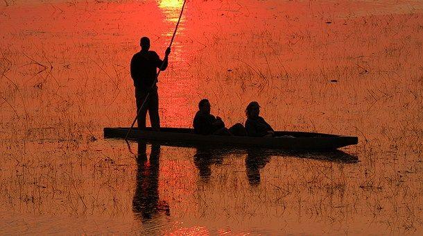 """""""Las oportunidades de viajar son como los amaneceres, si uno espera demasiado, se los pierde"""" (Anónimo )"""