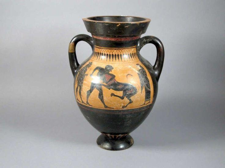 Grande amphore à figure noire. Sur une face combat d'hoplites avec à droite Athéna. Sur l'autre face, probablement le combat d'Achille. Attique, entre 520 et 480 avant J.-C. Haut.: 45 cm. (Pied cassé,… - Audap-Mirabaud - 23/06/2015